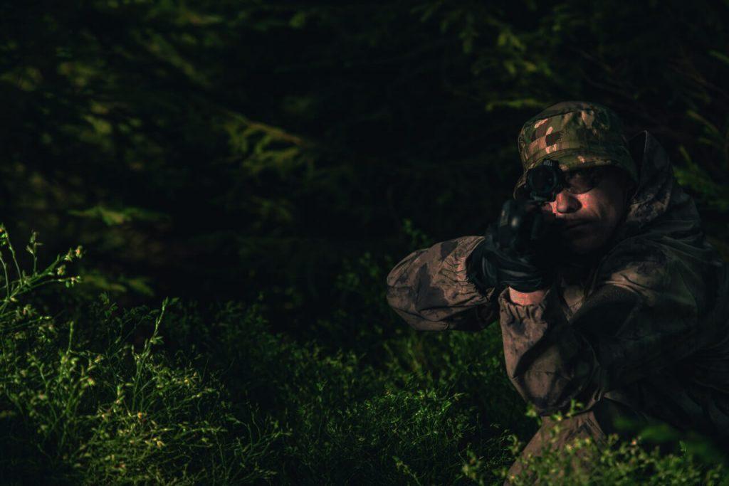 夜戦サバゲーにおすすめの装備を紹介